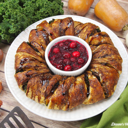 Thanksgiving Vegetable Crescent Roll Ring