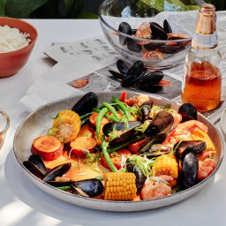 the-shouldnt-be-this-easy-seafood-boil-2801520.jpg