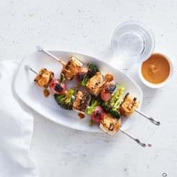 Tofu-veggie kebabs with peanut-sriracha sauce