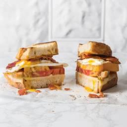 tomato-breakfast-sandwich-2629960.jpg
