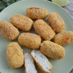 Tortitas o croquetas de papa con queso crema