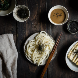Udon noodles with sesame dipping sauce (gomadare udon)