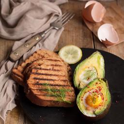 Uovo nell' avocado (baked eggs in avocado)