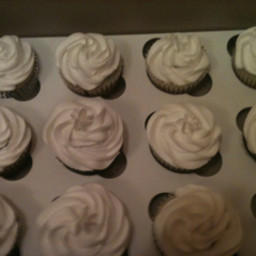 vanilla-cupcakes-3.jpg