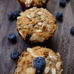 VEGAN BLUEBERRY (OR RASPBERRY) MUFFINS WITH OAT AND ALMOND CRUMBLE