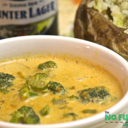 Vegan Creamy Cheezy Broccoli Soup