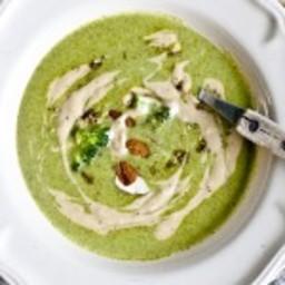 Velouté de brocolis et de kale au lait de coco, tahini, zaatar et zeste de