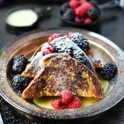 WHITE CHOCOLATE and BERRIES FRENCH TOAST