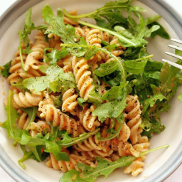 Wholewheat pasta with raw tomato sauce and rocket
