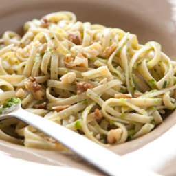 Whole Wheat Linguine with Green Pea Pesto