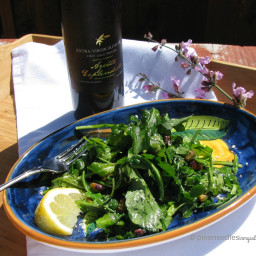 Wilted arugula salad with pistachios