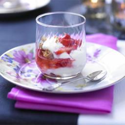 Yogurt parfaits with crushed strawberries and amaretti