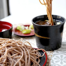 zaru-soba-cold-soba-noodles-with-dipping-sauce-2429021.jpg