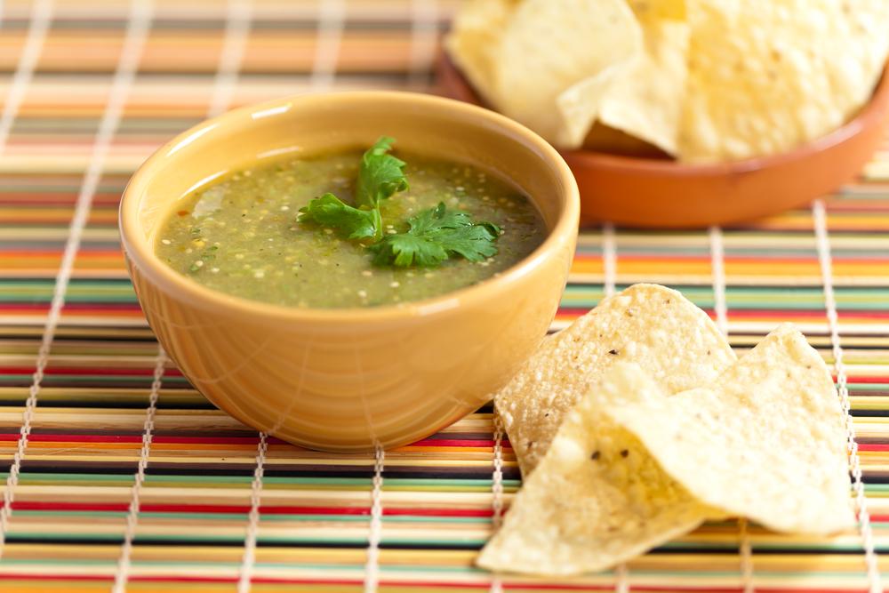 Tomatillo salsa verde bigoven for Cucinare jalapeno