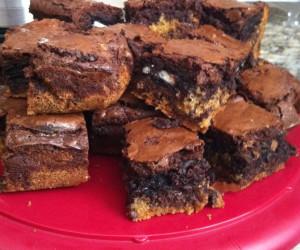 Chocolate Chip and Oreo Fudge Brownie Bars