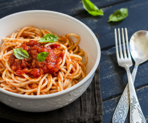 Easy Tomato Garlic Pasta