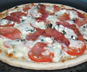 No Sauce Prosciutto Pizza