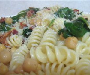 Pasta with Spinach, Chickpeas and Bacon - BigOven