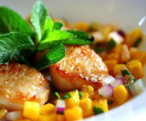 Seared Scallops with Tropical Fruit Salsa