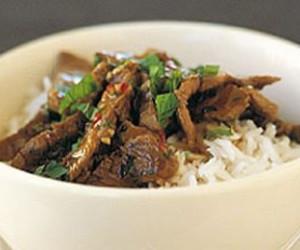 Stir-fry lamb with chili & mint