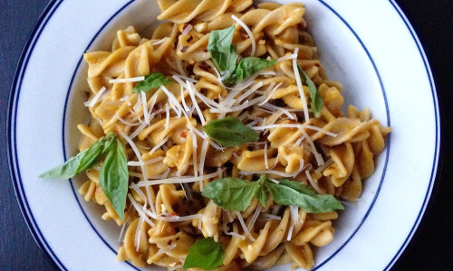 Pasta with Spicy and Creamy Pumpkin Sauce